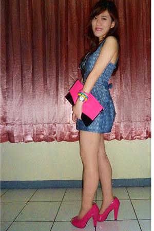 hot pink GOWIGASA purse - blue jumpsuit keep it chic suit - hot pink EvB pumps