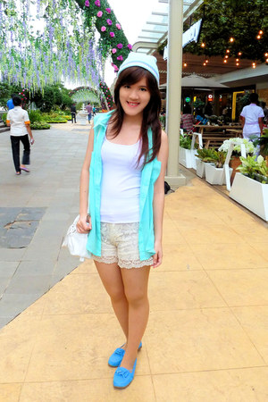 white top - aquamarine hat - aquamarine sleveless shirt - white bag