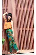 orange Zara top - green pants - yellow borneo hand made necklace - brown shoes