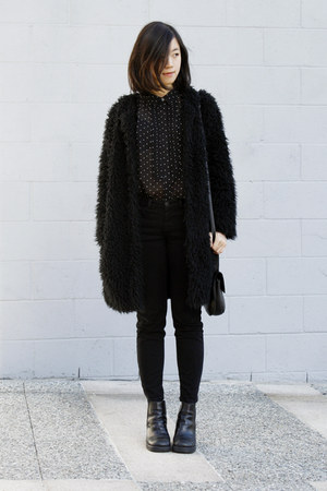 Black-chunky-boots-black-furry-coat