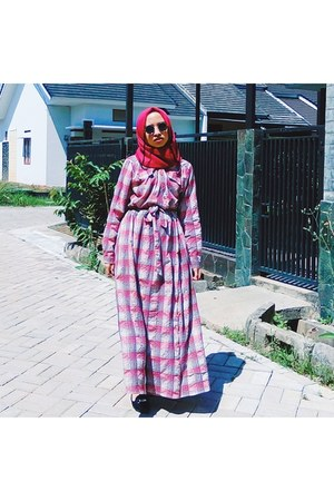 red plaid dress - black sunglasses