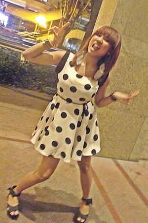eggshell polka dots mini dress - black wedges