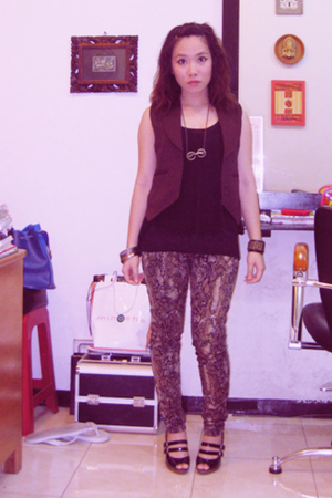 vest - Zara shirt - Dakota Rochdale leggings - Charles &amp; Keith shoes - accessori