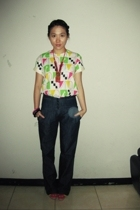 t-shirt - jeans - GoJane shoes