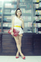 yellow unbranded belt - maroon clutch Forever21 bag