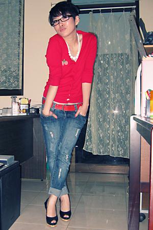 top - shirt - Roxy belt - Guess jeans - Steve Madden shoes - accessories