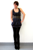 Simones Rose leggings - Simones Rose top - Mango belt - le chateau shoes
