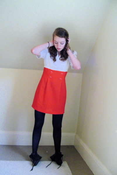red and white thrifted dress - black thrifted shoes - black tights
