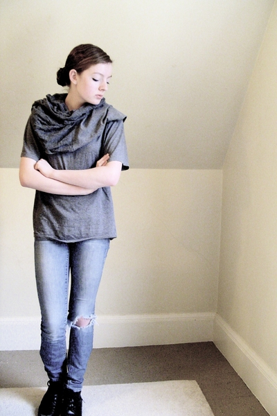 DIY t-shirt - found t-shirt - old jeans - thrifted shoes