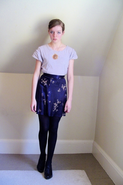 H&M t-shirt - self-made necklace - Secondhand skirt - CVS tights - Nine West sho
