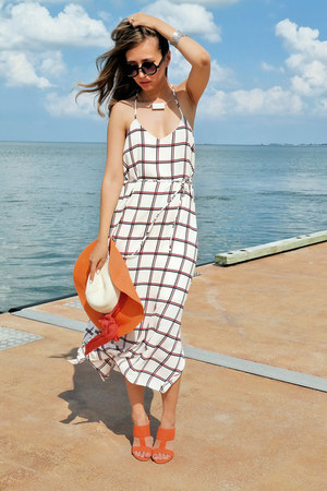 white lulus dress - carrot orange lulus sandals