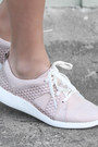 Light-pink-forever-21-jacket-light-pink-clarks-sneakers