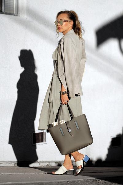 gray Poupee de Papier bag - heather gray Chicwish blazer