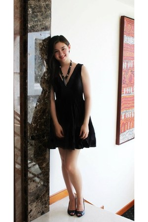 black H&M dress - black Bershka heels - dark brown Jordanian necklace