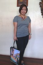 light blue printed bag - black jeans - heather gray knitted bench top