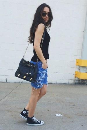black Chanel bag - blue Levis shorts - dark gray ray-ban sunglasses