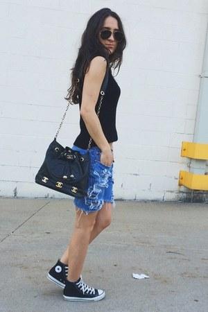 black Chanel bag - blue Levis shorts - dark gray ray-ban sunglasses