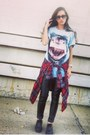 Light-blue-vintage-t-shirt-red-thrift-blouse-black-forever-21-pants