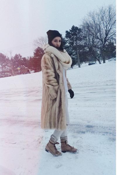 tan fur vintage coat - camel thrifted vintage boots - silver Gap jeans