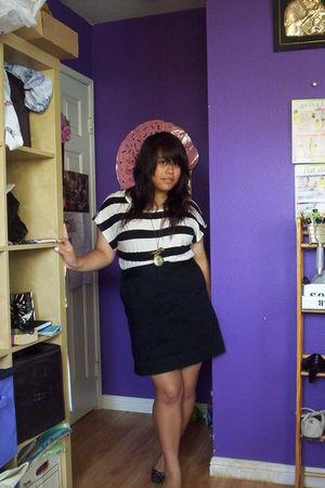 black H&M top - black morena skirt - black Dollhouse shoes - gold love diva neck