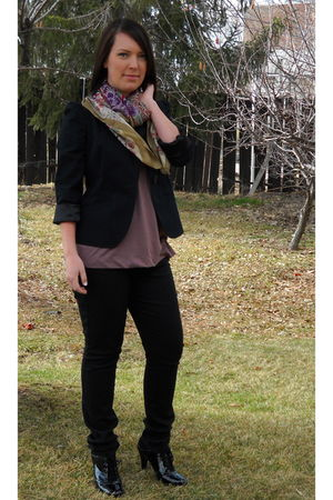 black Gap blazer - purple top - black jeans - black shoes