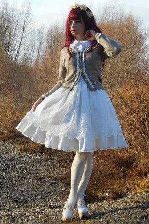 off white handmade RABBIT HEART shop skirt - tan RABBIT HEART shop cardigan