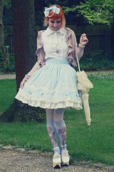 ivory Bodyline shoes - light blue Bodyline skirt