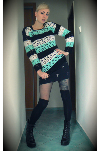aquamarine crochet DIY sweater - black cross Bershka skirt