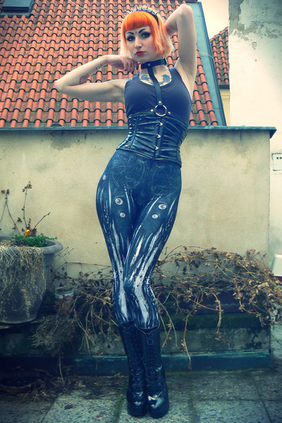black Bodyline boots - dark gray Black Milk leggings