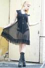 Black-vintage-dress-black-lack-shoes-bodyline-heels