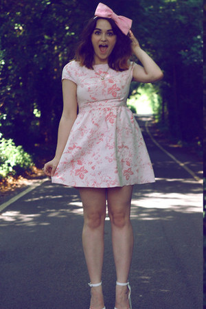 bubble gum bow Roses and Clementines hair accessory - pink Dahlia dress