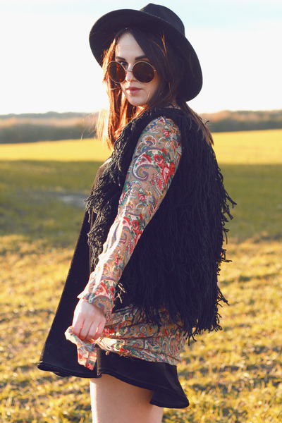 black Missguided dress - brown oversized zeroUV sunglasses