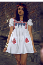 white embroider cichic dress