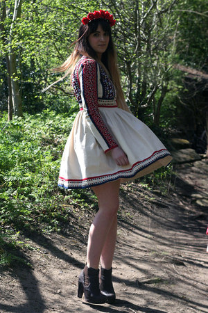 cream embroidered asos dress - dark brown chelsea All Saints boots