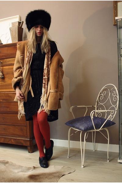 from russia hat - vintage shoes - vintage dress - el corte ingles coat