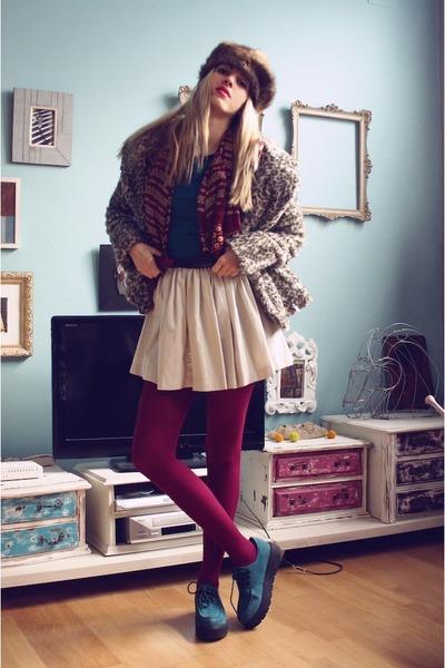 H&M shoes - Zara coat - vintage hat - Primark sweater - Primark skirt