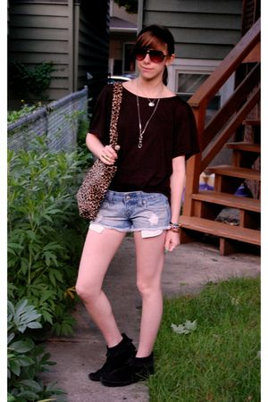 black H&M shirt - Forever 21 shorts - black Minnetonka boots - leopard bag - UO