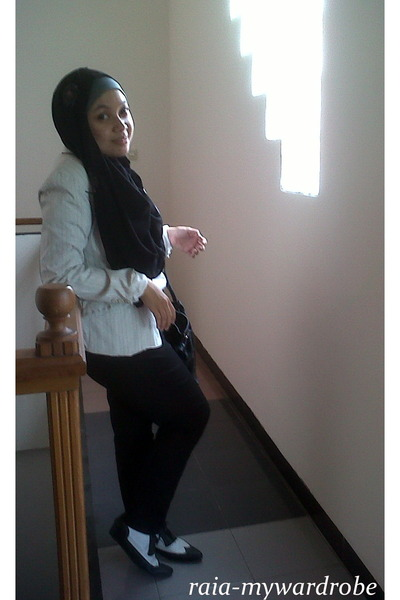 black unbranded scarf - white Minimal blazer - black Hana bag
