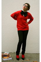 black jeans - black tie - red cardigan - black glasses