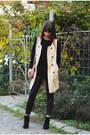 Black-romwe-sweater-stradivarius-leggings-cream-guess-bag-cream-oasap-vest