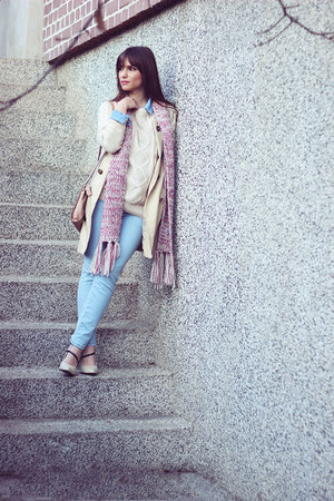 light blue denim OASAP jeans - cream knitted OASAP sweater - cream Guess bag