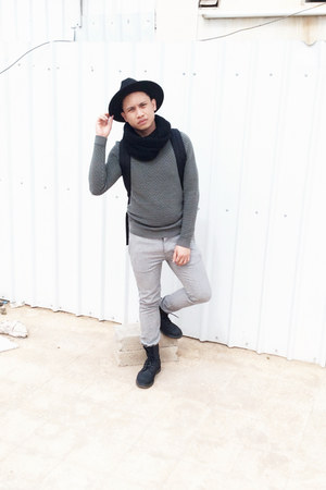 H&M hat - Dr Martens boots - H&M scarf - Fred Perry bag - Topman sweatshirt