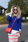 Red-f-f-bag-white-stan-smiths-adidas-sneakers-blue-zara-jumper