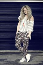gray Zara pants - blue H&M top - white Converse shoes - red H&M necklace