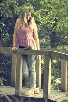 pink River Island top - blue H&M jeans - pink Havianas shoes - gold River Island