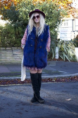 black Peacocks boots - red River Island dress - navy fur gilet Boohoo vest