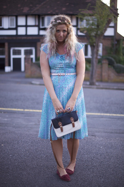 sky blue pleated vintage dress - navy satchel Primark bag