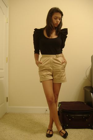 black UO top - beige vintage shorts - black UO shoes