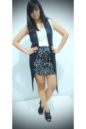 black angkle boots heels - blue skirt