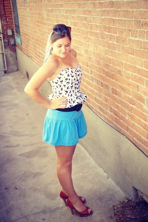 white dotted bustier vintage top - white vintage scarf - turquoise blue skirt
